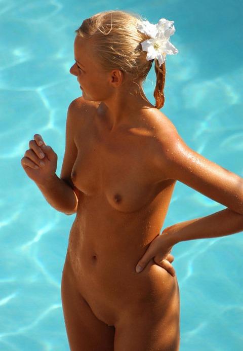 Geile Mädchen am Pool