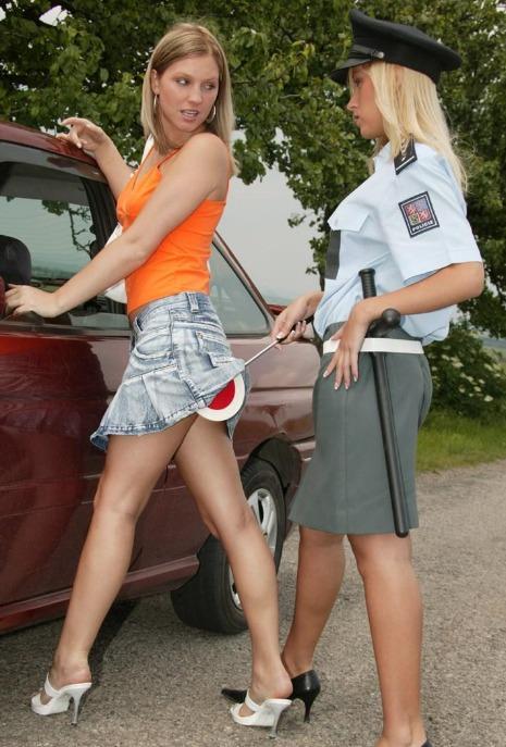 heiße polizistin schöne stellung