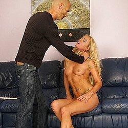 Die blonde Milf liebt es härter beim Sex